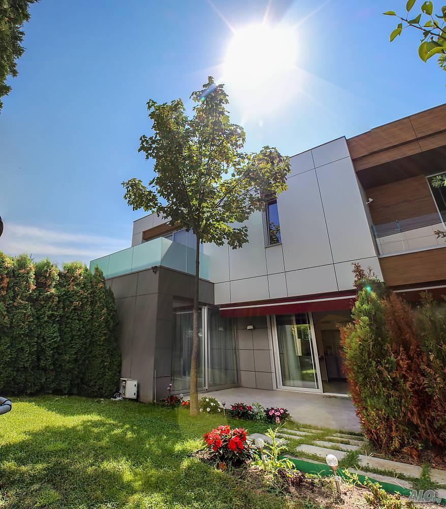 Luxuriös eingerichtetes 3-Zimmer-Haus mit Pool und Meerblick in Sarafovo, Bulgarien.